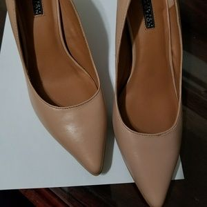 Kenneth Cole Reaction size 7M. NWOT